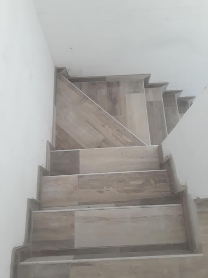 Illustration Pose carrelage Escalier colimaçon