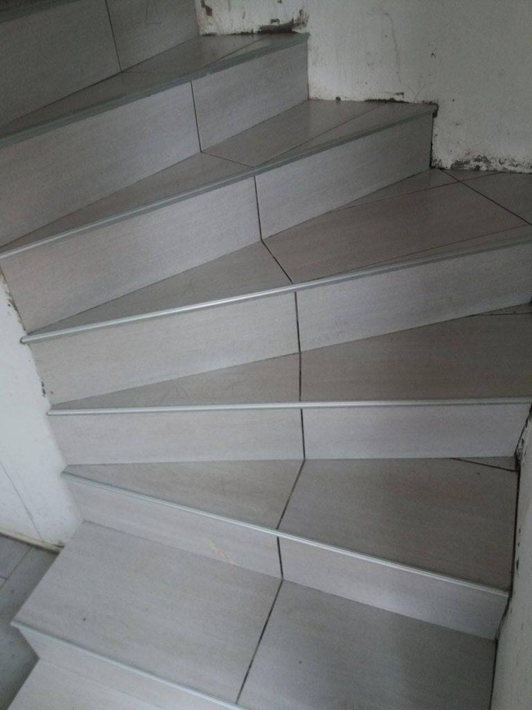 Illustration Pose carrelage Escalier 7
