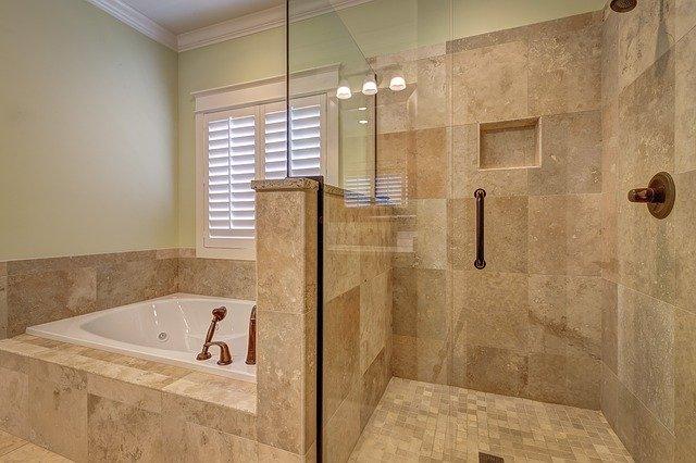 Comment poser du carrelage dans une salle de bains